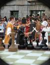 ajedrez viviente que  se celebra en la plaza mayor en la fiesta de la historia de ribadavia